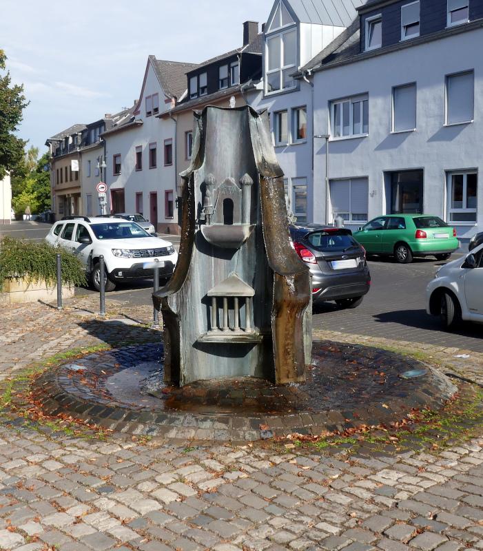 Bronzebrunnen Heiligkreuz