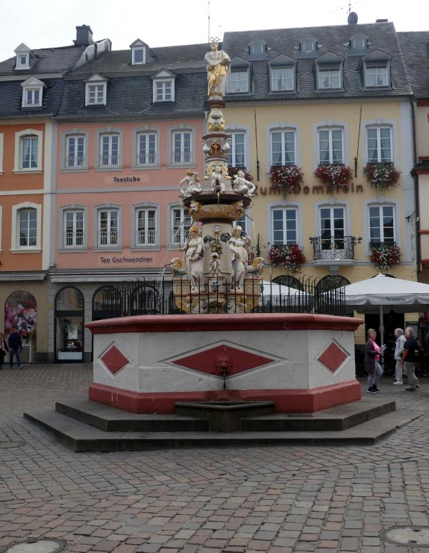 Hauptmarkt o. Nr. (Petrusbrunnen)